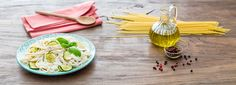Per una spaghettata tra amici o una cena sfiziosa prova la ricetta facilissima degli Spaghetti con Ricotta e Zucchine. Il successo è assicurato!