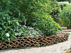 Comment créer des bordures | Tuile, Tuiles et Bordure De Jardin