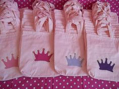 Sacolinhas festa Princesas by Gato  Sapato, via Flickr scrapbooking-crafts-and-more