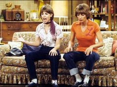 """Classic TV Shows Honored TV Land announced today that the casts of """"Laverne & Shirley"""" (Penny Marshall, Cindy Williams, Michael McKean and. 70s Tv Shows, Old Shows, Great Tv Shows, My Childhood Memories, Sweet Memories, Laverne & Shirley, Old Tv, Classic Tv, Movies Showing"""
