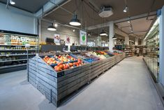 Marqt Haarlemmerstraat. Sustainable supermarket: Interior design and project management by Heyligers design+projects. www.adch.nl