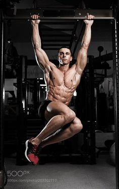 #sportsAthlete muscular fitness male model pulling up on horizontal bar by krisanow2007 #dianabolcanada