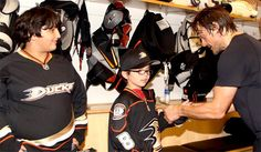 This kid was fighting advanced stage cancer when Teemu visited him in the hospital. He was a big ducks fan and Teemu told him that when he beat cancer he would get him tickets to a ducks game, give him a locker room tour, and introduce him to all the players. Teemu stuck to his word. #finnishflash