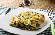 Lasagne salsiccia e friarielli - Homemade Pizza Spinach And Ricotta Lasagne, No Boil Lasagna, Veggie Lasagna, Lasagna Noodles, Spinach Stuffed Mushrooms, Stuffed Peppers, Slow Cooker Recipes, Cooking Recipes, Diets