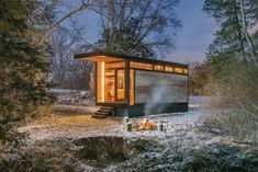 Nashville-based New Frontier Tiny Homes have presented the Cornelia Tiny House, a multi functional home that works as a writing studio, library, and guesthouse. Commissioned by international bestselling author Cornelia Funke, the tiny house features Modern Tiny House, Tiny House Cabin, Tiny House Living, Tiny House On Wheels, Tiny House Design, Cabin Homes, Prefab Cabins, Prefab Homes, Tiny Homes