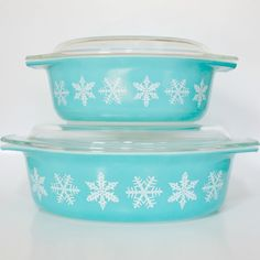 Vintage Pyrex - Blue Turquoise Snowflake Casserole Dishes with Lids Need to find these and add them to my collection