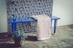 blomster bænk i royal blå. dansk design. sommer look.