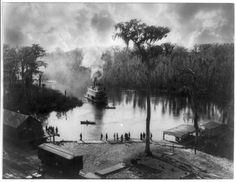 Hard-to-imagine scenes of steamboats in Florida