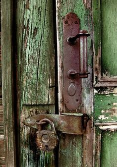 Old green paint. Door Knobs and Knockers Cool Doors, The Doors, Unique Doors, Windows And Doors, Door Knobs And Knockers, Knobs And Handles, Door Handles, Old Keys, Door Detail