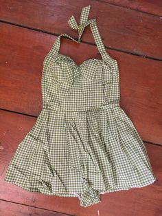 Lovely and adorable 1940s mint green gingham cotton play/swim suit. Sweetheart neckline, ruched at the center and sides.