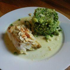 Broccoli-stampot met erwtjes en koolvis met kokos-currysaus  Broccoli koken, laatste 5 min diepvries erwtjes toevoegen. Wanneer gaar, alles stampen.  De vis in een ovenschaal doen, 4 eetl kokosmelk toevoegen en 2 eetl water. Goed kruiden met peper, zout en curry poeder. Dit in de oven tot vis gaar is.