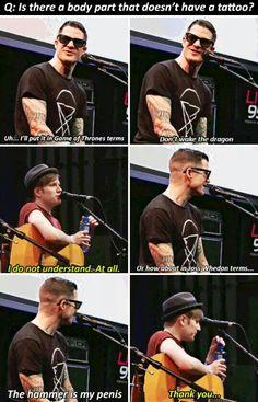 BAHAHAHAHAHAHA!!! I love Andy and Patrick interviews! XD