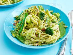 Unser beliebtes Rezept für Blitz-Spaghetti mit Brokkolipesto und mehr als 55.000 weitere kostenlose Rezepte auf LECKER.de.