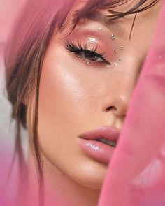 Alternative bridal beauty inspiration for your not so average bride ⚡ Makeup Primer, Eyeshadow Makeup, Huda Lipstick, Pink Eyeshadow, Eyeshadow Palette, Day Makeup, Makeup Looks, Makeup Definition, Summer Makeup