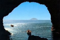 "Filicudi. Isole Eolie. ""Grotta del bue marino"". Italia"