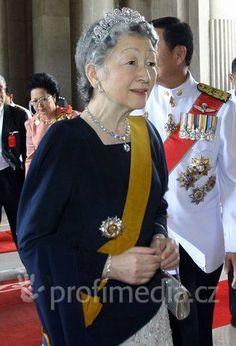 Empress Michiko, Chrysanthemum tiara