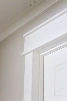 Perfect DIY Farmhouse Style Trim www.makingitinthe… (Edgecomb Gray from Benjamin Moore The post DIY Farmhouse Style Trim www.makingitinthe… (Edgecomb Gray from Benjamin Moore… appeared first on Home Decor Designs 2019 . Window Molding Trim, Moldings And Trim, Window Trims, Door Frame Molding, Diy Crown Molding, Crown Molding Modern, Molding Ideas, Trim For Walls, Faux Crown Moldings