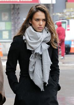 Jessica Alba Photos - Jessica Alba appears to be in a gloomy mood as she and a friend walk around SoHo on a rainy day. Alba stopped to buy a hat to protect her hair from the elements, did a bit of shopping, stopped into Starbucks for a coffee, then hopped on the subway to go to lunch. - Jessica Alba Out in the Rain