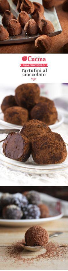 100 g de biscoitos secos 120g mascarpone 45 g de manteiga 1 gema de ovo Cognac 1 colher de chá 45 g de cacau amargo pobres 25 g de cacau em pó doce