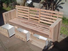 Moveis feito de palet / Furniture with pallets #Furniture, #PalletDrawers, #PalletSofa, #Pallets