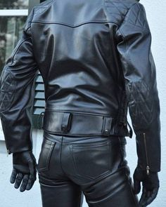 Leather Harness, Leather Cap, Black Leather, Mens Leather Pants, Motorcycle Leather, Leder Outfits, Gay, Hairy Men, Denim Fashion