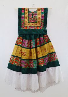 Vestido oaxaqueño de fiesta (T91), party dress, Frida style, estilo Frida Kahlo, Tehuana, México de shkaalacoleccion en Etsy https://www.etsy.com/mx/listing/479478001/vestido-oaxaqueno-de-fiesta-t91-party