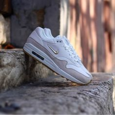 fc75e74f5ba4 Nike Air Max 1 premium SC Jewell women Summit White-Metallic Gold