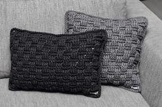 Gratis opskrift: kurvemønstrede puder 30 x 50 cm & 40 x 40 cm - Rito. Crochet Home, Crochet Crafts, Free Crochet, Knit Crochet, Diy Pillows, Throw Pillows, Ribbon Yarn, Manta Crochet, Crochet Pillow