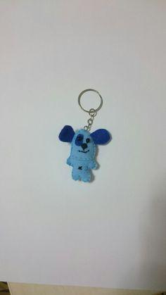 13: cachorro azul em feltro