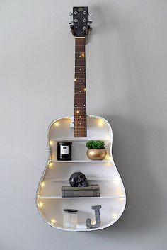 25 Unusual Ideas To Make Your Home Original - myeasyidea sites Guitar Crafts, Guitar Diy, Guitar Songs, Guitar Chords, Guitar Bedroom, Guitar Shelf, Guitar Display Wall, Cd Wall Art, Guitar Wall Art