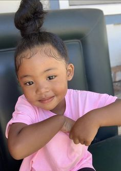 Black Baby Girls, Cute Black Babies, Beautiful Black Babies, Beautiful Children, Cute Babies, Cute Mixed Kids, Cute Kids Pics, Black Baby Hairstyles, Kids Curly Hairstyles