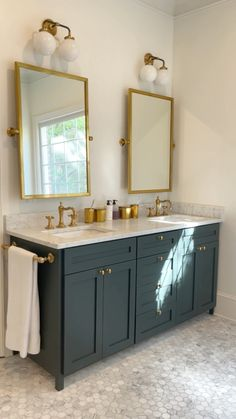 Minimalist House Design, Minimalist Home, Bathroom Renos, Bathroom Renovations, Bathroom Double Vanity, Studio Green, Upstairs Bathrooms, Faux Stone, Bathroom Inspo