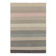 Unser Teppich Serali wird Sie für Jahre verzaubern. Aus reiner Wolle von Hand in Leinwandbindung verarbeitet ist der Teppich ein qualitativ hochwertiges Accessoire, an dem Sie lange Freude haben. Besonders der zeitlos schöne Look mit breiten Streifen begeistert und wird zum Blickfang in Ihren Räumen.   Kombiniert mit einer rutschfesten Unterlage bleibt der Teppich an Ort und Stelle.