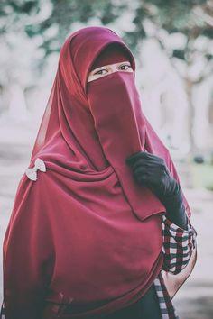 Hijab Niqab, Muslim Hijab, Arab Girls Hijab, Muslim Girls, Beautiful Muslim Women, Beautiful Hijab, Hijabi Girl, Girl Hijab, Muslim Women Names