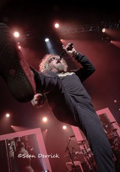 Sammy Hagar of Chickenfoot getting ready to put his Big Foot on the gas in St. Music Life, Live Music, Rock Music, My Music, Heavy Metal Music, Heavy Metal Bands, Van Hagar, Black Stone Cherry, Red Rocker