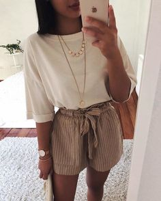 42 Comfy Street Style Looks That Make You Look Cool 11 ways to wear beige clothes without getting lost in color Calvin Klein Ckj 026 Slim Jeans 3332 Calvin Klein Kind People Tee Spring / Summer Best spring outfits 2019 best spring outfits Mode Rock … Fashion Mode, Look Fashion, Fashion Outfits, Womens Fashion, Fashion Trends, Fasion, Classy Fashion, Fashion Fashion, Fashion Shorts