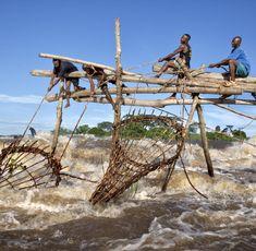 Für Fischer schon immer von großer Bedeutung: Der Kongo ist der wasserreichste Fluss der Erde Travel Pictures, Travel Photos, Congo River, Down The River, Photography Contests, Travel Photographer, Continents, Travel Guides, Norway