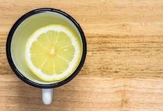 Água com limão: especialistas esclarecem dúvidas sobre a bebida que caiu no gosto das famosas - Marie Claire | Beleza