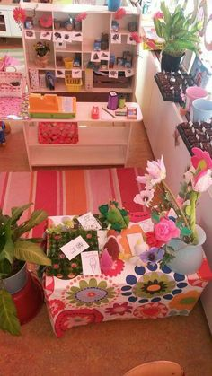 Huishoek wordt bloemenwinkel gezien @facebook Preschool Classroom, Classroom Decor, Kindergarten, Multicultural Activities, Shop Till You Drop, Garden Theme, Dramatic Play, Reggio Emilia, Fauna