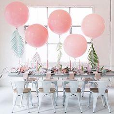 Was für eine schöne Idee! Bemalte Palmenblätter geben XXL Ballons einen neuen, kreativen Look.  @hellodarlingphoto