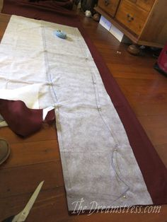 dress construction - The Dreamstress - great research post on draping and cutting a century dress Medieval Gown, 80s Dress, Sewing Blogs, 14th Century, Draping, Comfort Zone, Construction, Costume, Gowns