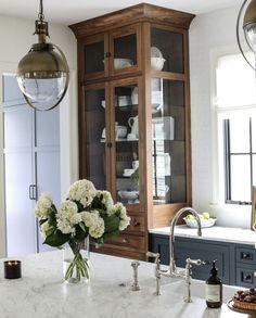 Home Decor Kitchen, Kitchen Interior, Home Kitchens, Big Kitchen, Kitchen Wood, Kitchen Cupboards, Küchen Design, House Design, Interior Design