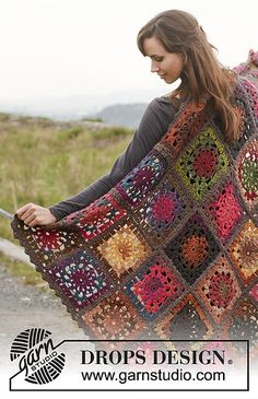 Ravelry: 150-54 Log Cabin - Blanket in Big Delight with edges in Big Merino pattern by DROPS design