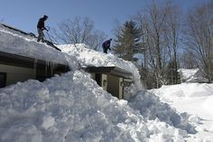 Montreal is close to breaking a record in snow fall, last held in 1971 With meter But in the Laurentians, 70 km North of Montreal, snow fall already surpassed 4 meters (over Recently a roof collapsed and killed 3 people in Morin Height. Ski Hill, Spring Snow, Old Montreal, Universe, Earth, Fall, Nature, People, Outdoor
