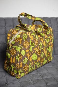 free bag sewing pattern / tutorial bei kokka-fabric.com pdf with instructions: http://kokka-fabric.com/en/wp-content/uploads/2014/10/CS74_large_square_bag_E.pdf