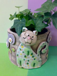 Kocourkovej Obal na květináček průměr 13 cm, výška 9 cm Pottery Animals, Ceramic Animals, Clay Animals, Kids Clay, Play Clay, Clay Art Projects, Ceramics Projects, Ceramic Pottery, Ceramic Art