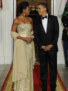 Michelle Und Barack Obama, Michelle Obama Fashion, Most Popular People, First Ladies, Harriet Tubman, Black And White Portraits, Looking Stunning, Celebrities, Wedding Dresses