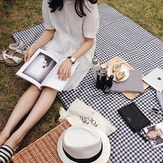 p i n t e r e s t : ⚪Candy Milk⚫ Summer Picnic, Picnic Time, Life Is Beautiful, Summer Time, At Least, Photoshoot, Poses, Vintage, Picnic Photography