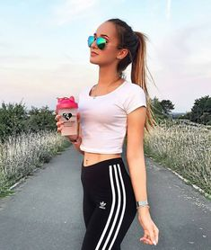 "19 Likes, 1 Comments - Taïma Djerou (@fashion_outfits940) on Instagram: ""#sport#girl#amelie#beauty#amazing"""