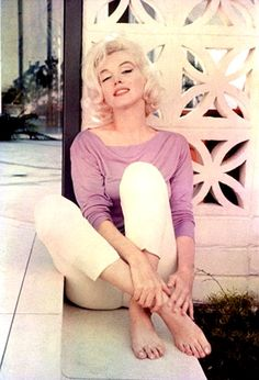 Marilyn at the home of Tim Leimert, friend of George Barris. Photo by George Barris, Marilyn Monroe 1962, Marilyn Monroe Photos, Joe Dimaggio, Mae West, Beatles, Magazine Cosmopolitan, Bicicletas Raleigh, Divas, Becoming An Actress